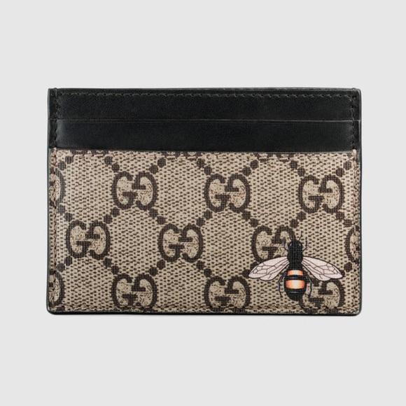c83bbff0ae20 Gucci Bags   Nwt Bee Gg Supreme Card Case Holder   Poshmark